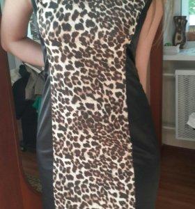 Платье с леопардовой вставкой