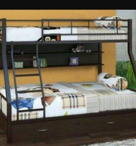 Кровать двухьярусная.