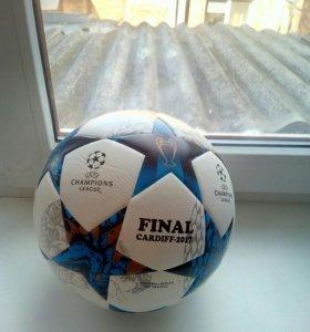 Мяч Лиги Чемпионов. Футбольный