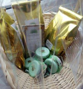 Букеты из чая и кофе, конфет и игрушек