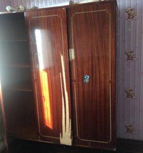 Шифоньер и шкаф