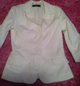 Пиджак белый стильный