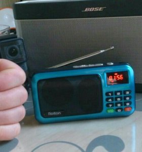 Пopтaтивнaя колонка с радио