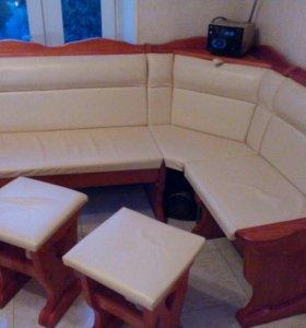Кухонный диван и два табурета