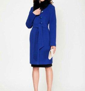 Пальто синее.,с ремешком без меха.