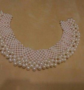 Самодельное ожерелье из бусин.