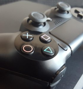 PlayStation 4 1tb + 28 хитовых игр. На гарантии