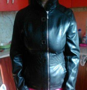 Куртка с капюшоном  б/у хорошем состоянии