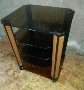 Солидный столик, стеклянный, тонированный.