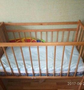 Детская кроватка.кровать