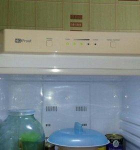Двух камерный холодильник Samsung