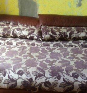 Диван с 2 подушками