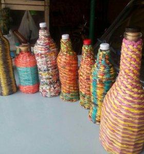 Бутылочки оплетеные бумажной лозой.
