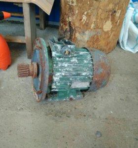 Асинхроный трех фазный двигатель