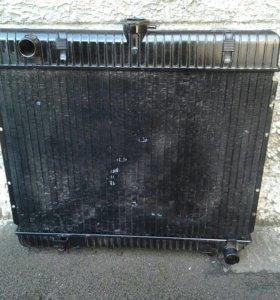 Радиатор .Мерседес 123 .1982 г.в.115 двигатель.
