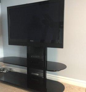 Телевизор на стойке