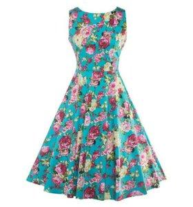Платье голубое с цветами 48 р-р