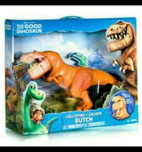 Двигающиеся динозавр