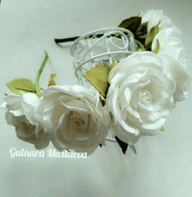 Ободок с белыми розами