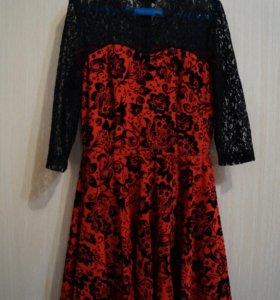 Приталенное платье с пояском