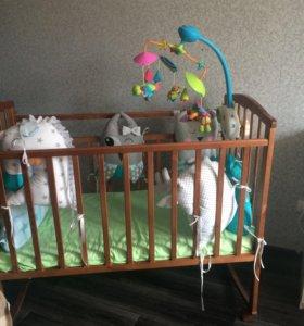 Детская кроватка с матрацем . Мобиль отдельно 2500