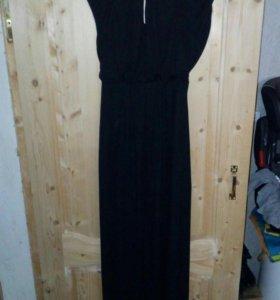 Платье в пол,спина открыта.Состояние идеальное