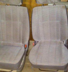 Передние сиденья от Таун Айс 2001 года