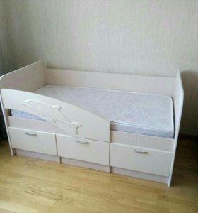 Кроватка Дельфин с матрасом новая!