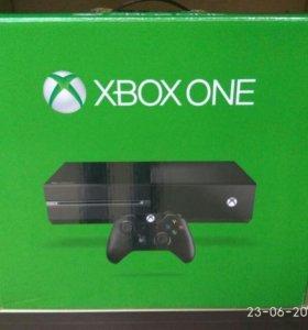 Xbox One, 500gb + 2 джойстика + игры