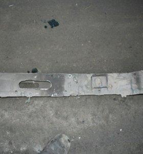 Передний усилитель бампера ауди 90