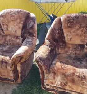 2 кресла и диван в отличном состояние