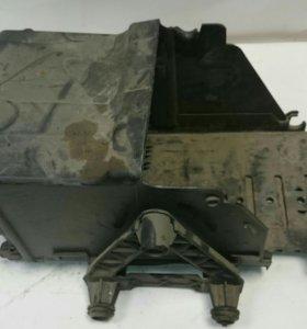Кожух аккумулятора мондео 4