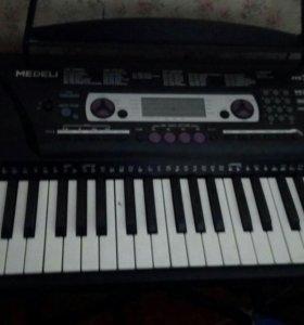Продаю синтезатор