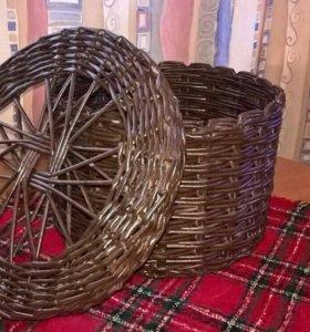 Плетеная коробка с крышкой