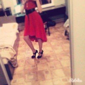 Красное вечернее платье.