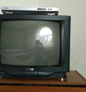 Телевизор и 2 ББК в хорошем состоянии