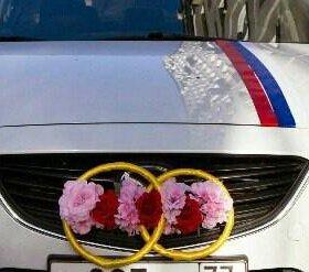Свадебное украшение на автомобиль
