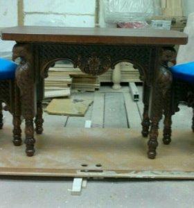 Резной набор: столик и два стульчика