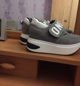 Кроссовки на платформе 35 р-р