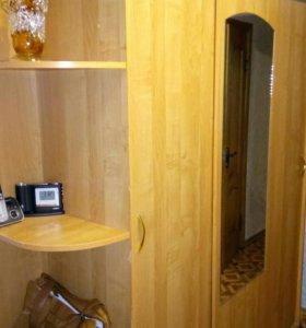 Трехдверный шкаф, очень вместительный