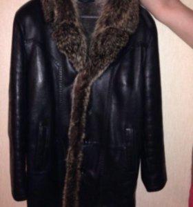 Зимняя кожаная куртка с енотом