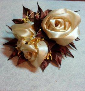 Заколка-зажим розы в технике канзаши