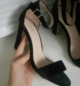 Туфли буквально новые ! 38 размер