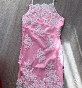 Платье с вышивкой розовое, новое