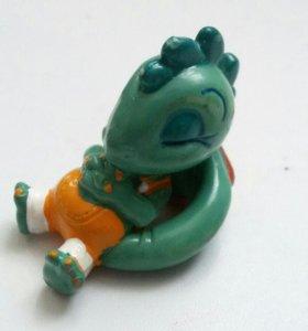 Игрушка из киндера динозаврик