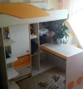 Детский гарнитур с кроватью. Торг.
