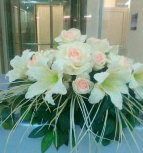 Композиция из цветов на праздничный стол