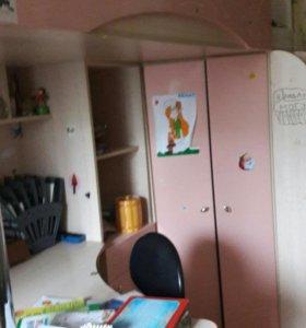 кровать чердак встроенный письменный стол и шкаф