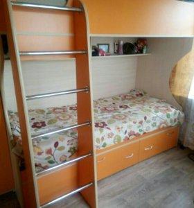 Детская двухьярусная кровать с двумя матрасами