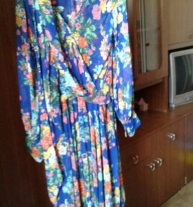 Продам 2 платья б/у один раз одевались